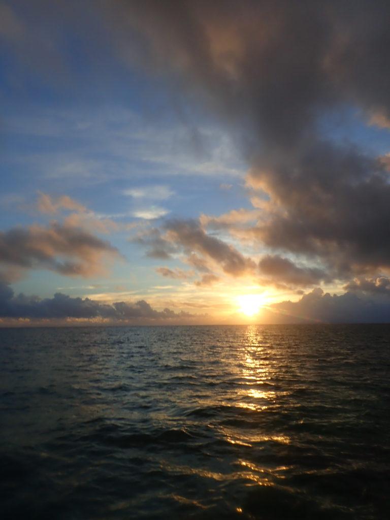 南国の夕日