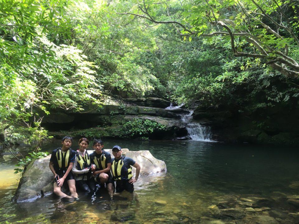 西表島の滝遊び