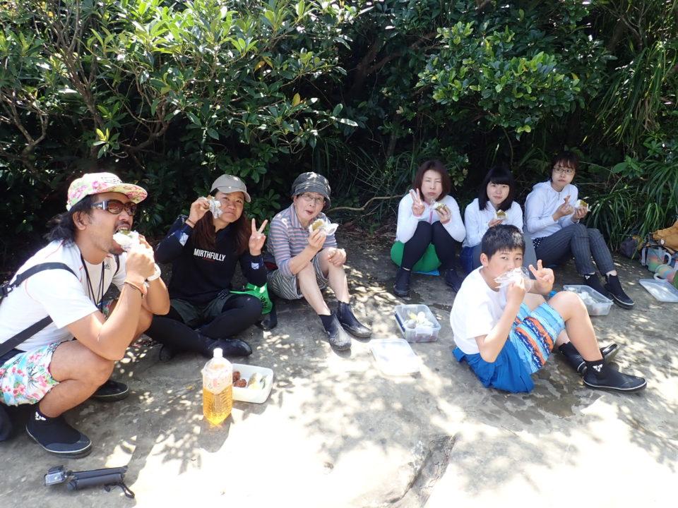 滝の上のお昼ご飯