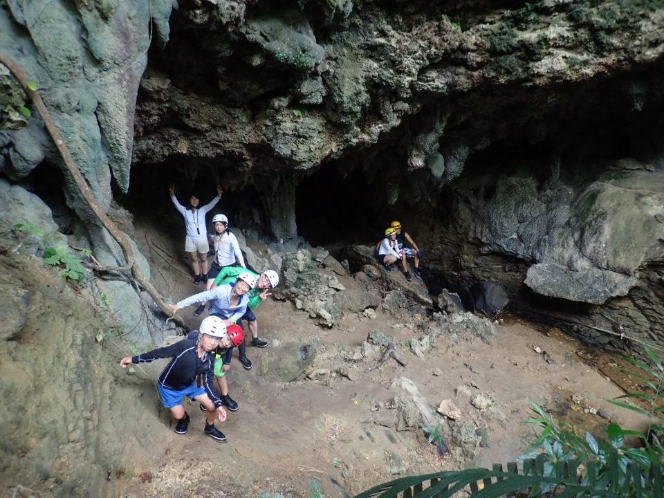 洞窟からジャングルへ