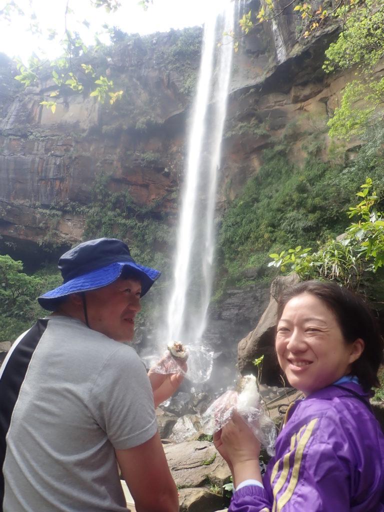 ピナイサーラの滝壺でお昼ご飯