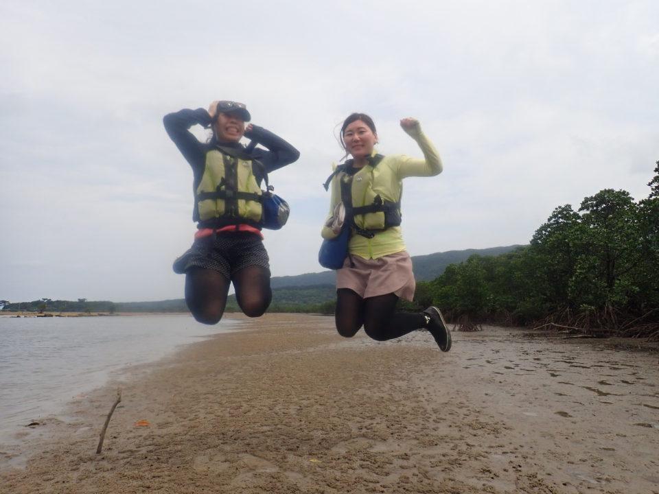 干潟でジャンプ