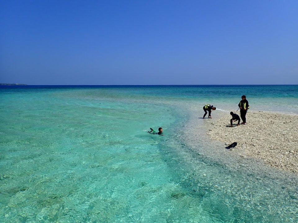 バラス島の透明な海
