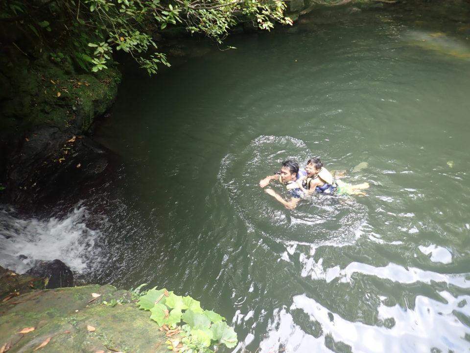 泳げる滝壺