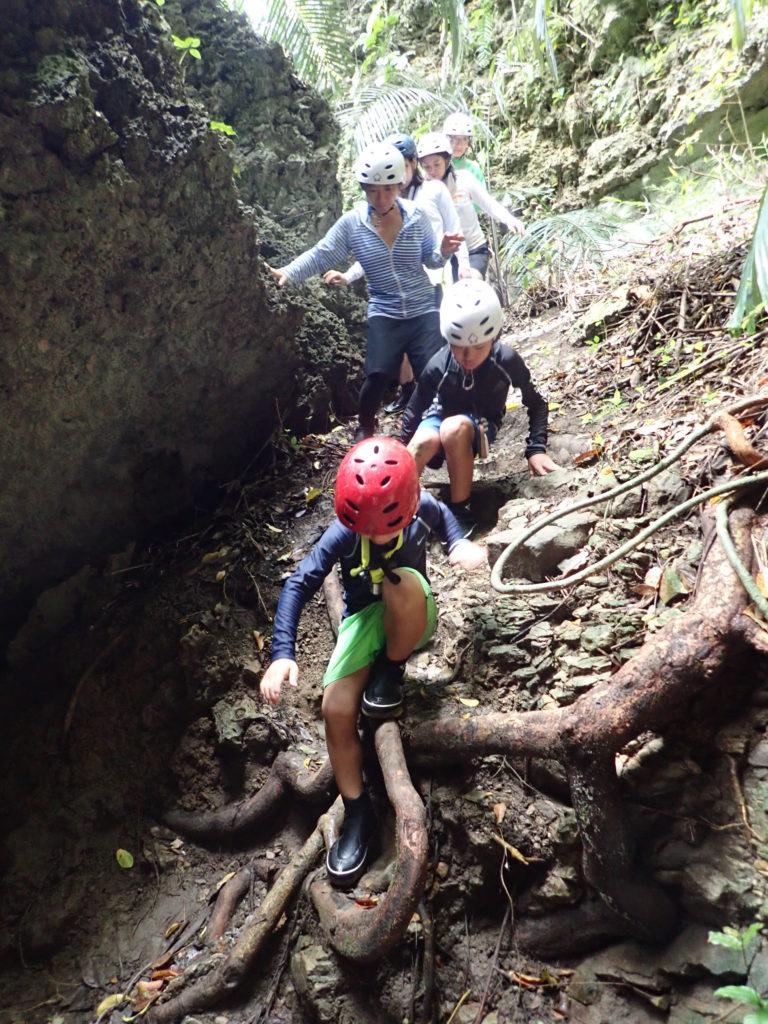 洞窟探検ツアー