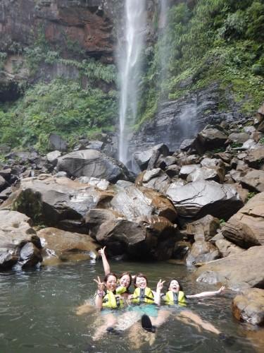 ピナイサーラの滝と洞くつ探検