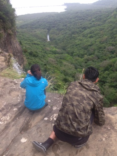 滝の上から