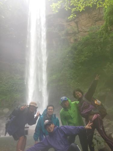 雨と従弟と西表島の滝