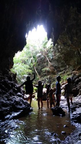 西表島の洞くつ探検