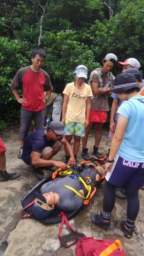 山の救助訓練