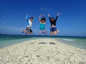 幻の島バラス島でジャンプ