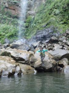 滝壺ジャンプ